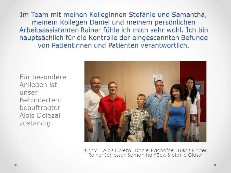 Im Team mit meinen Kolleginnen Stefanie und Samantha, meinem Kollegen Daniel und meinem persönlichen Arbeitsassistenten Rainer fühle ich mich sehr woh