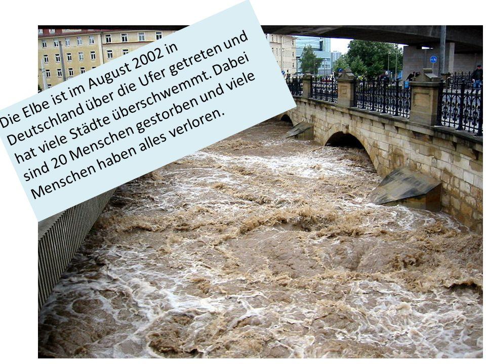 Die Elbe ist im August 2002 in Deutschland über die Ufer getreten und hat viele Städte überschwemmt.