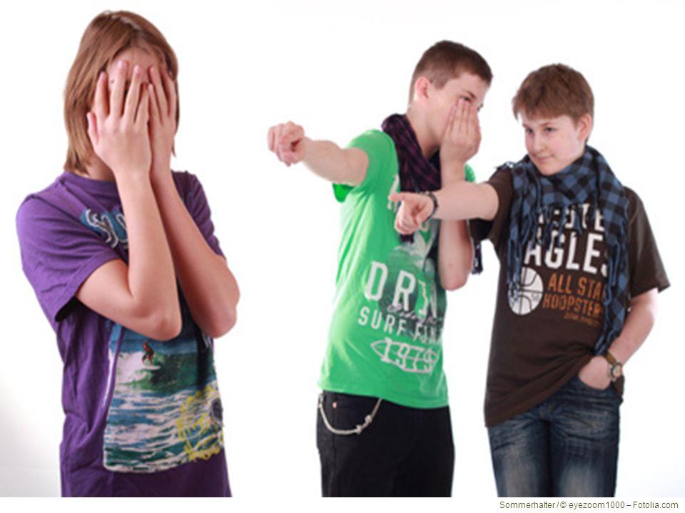 Was ist Mobbing? Eine Person ist jemandem unterlegen. Ein Konflikt hat sich verfestigt Diese wird häufig und über längere Zeit angegriffen und/oder sc