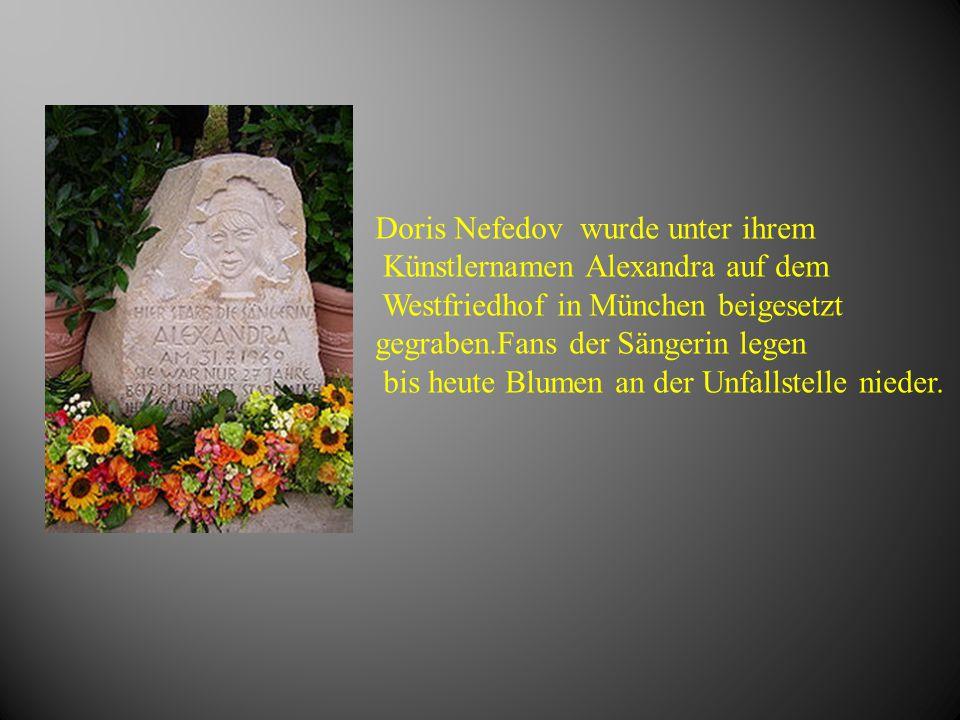 Doris Nefedov wurde unter ihrem Künstlernamen Alexandra auf dem Westfriedhof in München beigesetzt gegraben.Fans der Sängerin legen bis heute Blumen a