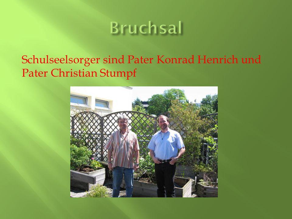 Schulseelsorger sind Pater Konrad Henrich und Pater Christian Stumpf