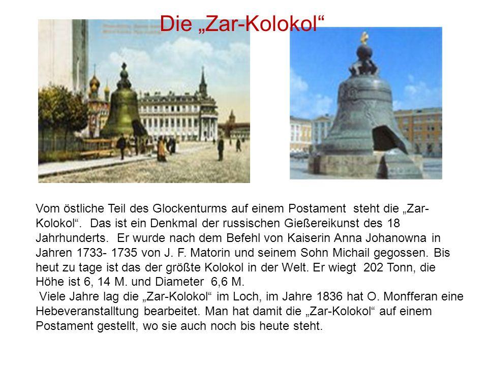 """Vom östliche Teil des Glockenturms auf einem Postament steht die """"Zar- Kolokol"""". Das ist ein Denkmal der russischen Gießereikunst des 18 Jahrhunderts."""