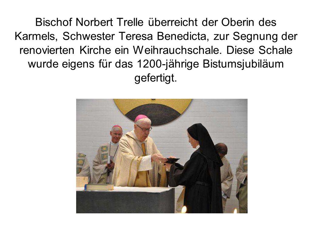 """Bischof segnet renovierte Kirche Gotteshaus des Karmelitinnenklosters in Hannover erhielt neues Lichtkonzept """"Jetzt sind wir richtig angekommen"""", sagt"""