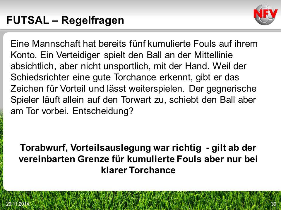 29.11.201430 FUTSAL – Regelfragen Eine Mannschaft hat bereits fünf kumulierte Fouls auf ihrem Konto. Ein Verteidiger spielt den Ball an der Mittellini