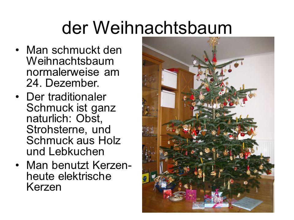 der Weihnachtsbaum Man schmuckt den Weihnachtsbaum normalerweise am 24. Dezember. Der traditionaler Schmuck ist ganz naturlich: Obst, Strohsterne, und