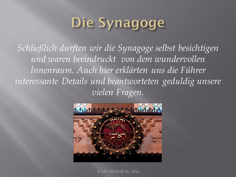 Schließlich durften wir die Synagoge selbst besichtigen und waren beeindruckt von dem wundervollen Innenraum. Auch hier erklärten uns die Führer inter