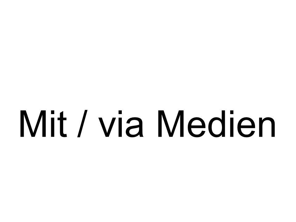 Mit / via Medien