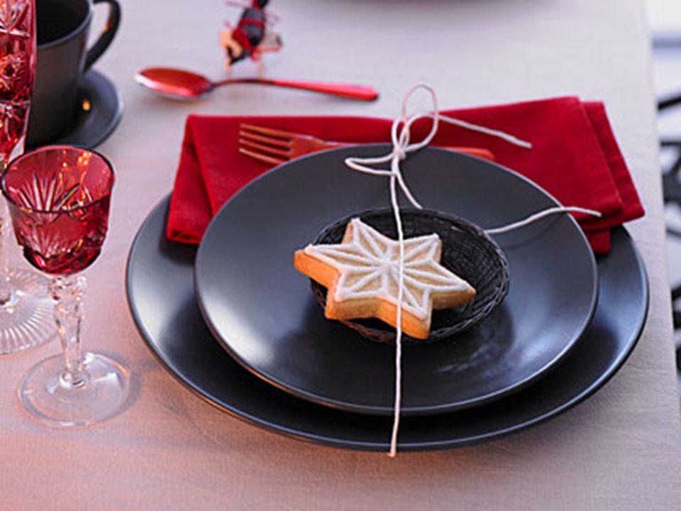  Die Tischdekoration zu Weihnachten kann so unkompliziert und dabei so schön sein.