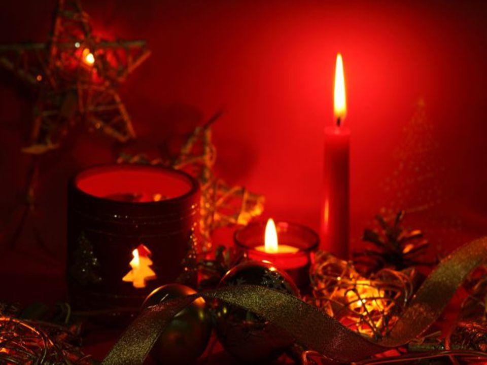   Mit einer festlichen Tischdekoratione wird das Weihnachtsmenü so richtig zum Festmahl.