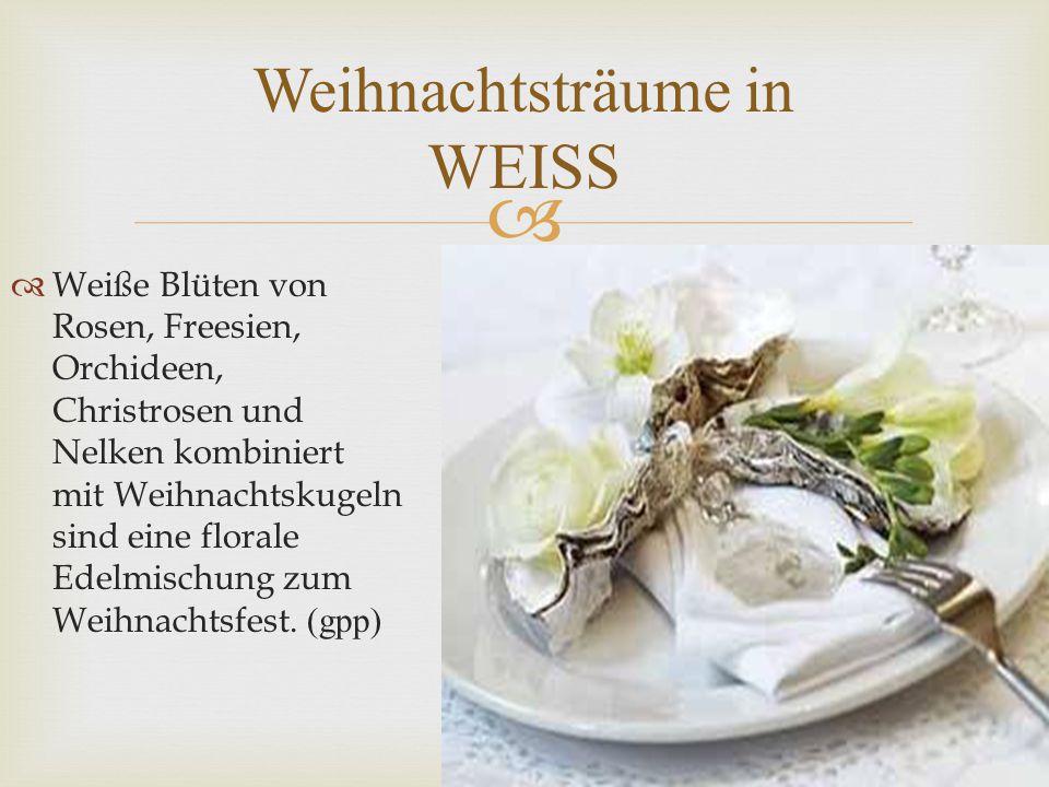   Weiße Blüten von Rosen, Freesien, Orchideen, Christrosen und Nelken kombiniert mit Weihnachtskugeln sind eine florale Edelmischung zum Weihnachtsfest.