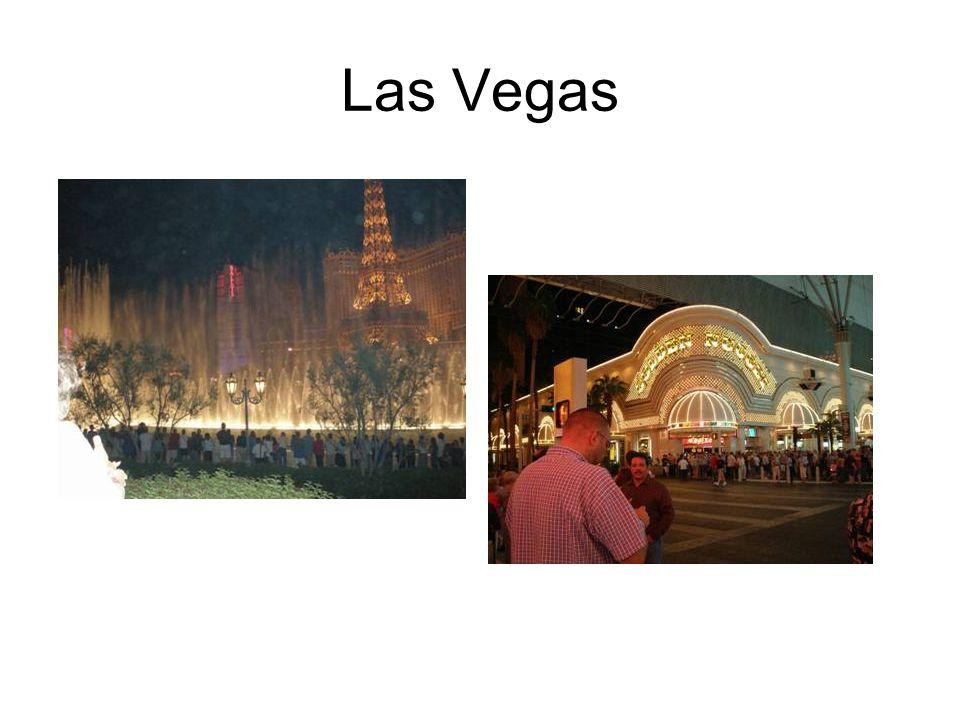 Las Vegas mit seinen riesigen Hotels, mein Favorit war das Venetian, wo Godoliere am Canale Grande trällern, man über die Rialto Brücke spaziert und das typisch italienische Flair geniessen kann.