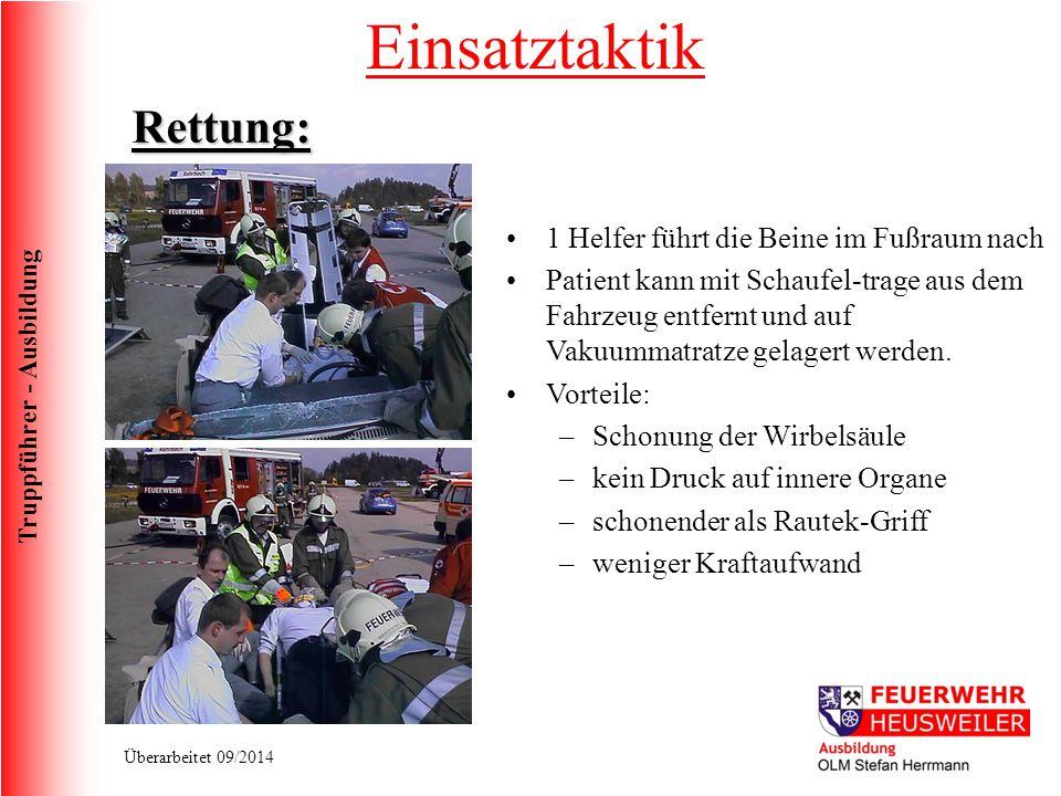 Truppführer - Ausbildung Überarbeitet 09/2014 1 Helfer führt die Beine im Fußraum nach Patient kann mit Schaufel-trage aus dem Fahrzeug entfernt und a