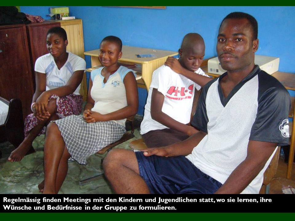 Regelmässig finden Meetings mit den Kindern und Jugendlichen statt, wo sie lernen, ihre Wünsche und Bedürfnisse in der Gruppe zu formulieren.