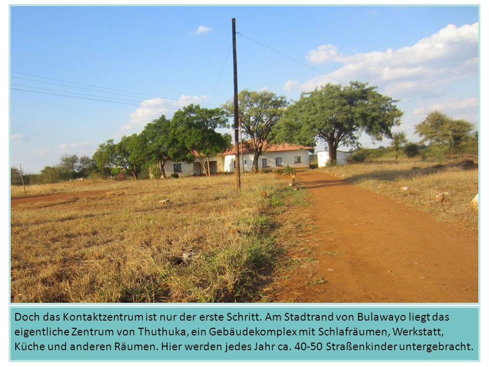 Doch das Kontaktzentrum ist nur der erste Schritt. Am Stadtrand von Bulawayo liegt das eigentliche Zentrum von Thuthuka, ein Gebäudekomplex mit Schlaf