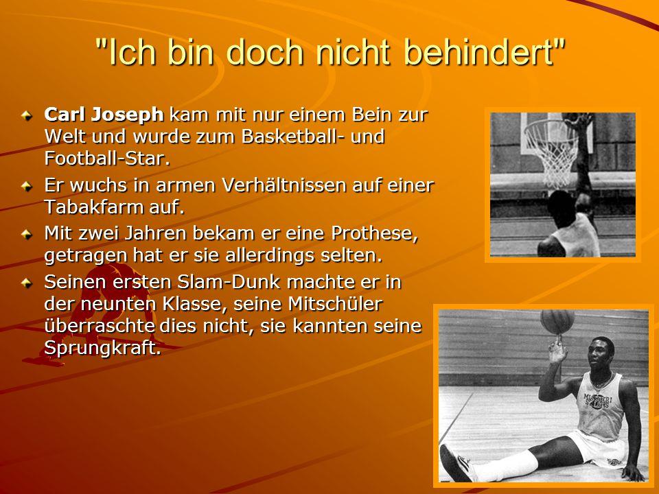 Blindenfußball Erst vor 2 Jahren wurde die Sportart entdeckt Unterschiedliche Sehschädigungen werden durch Binden aus- geglichen Der Ball ist mit Rasseln versehen