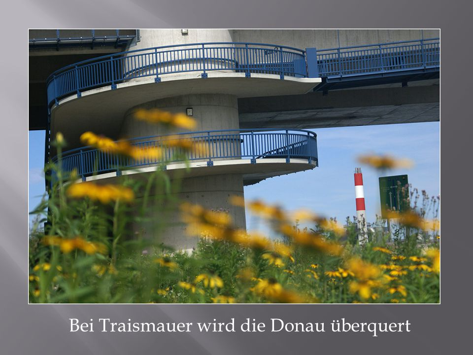 Bei Traismauer wird die Donau überquert
