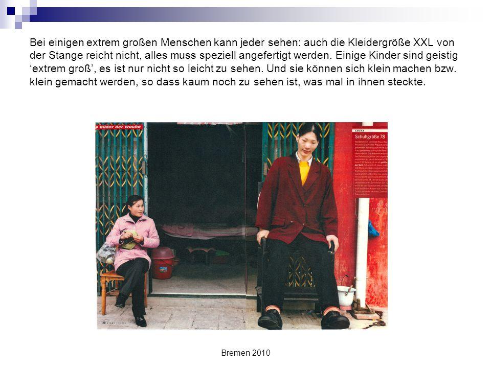 Bremen 2010 Bei einigen extrem großen Menschen kann jeder sehen: auch die Kleidergröße XXL von der Stange reicht nicht, alles muss speziell angefertig