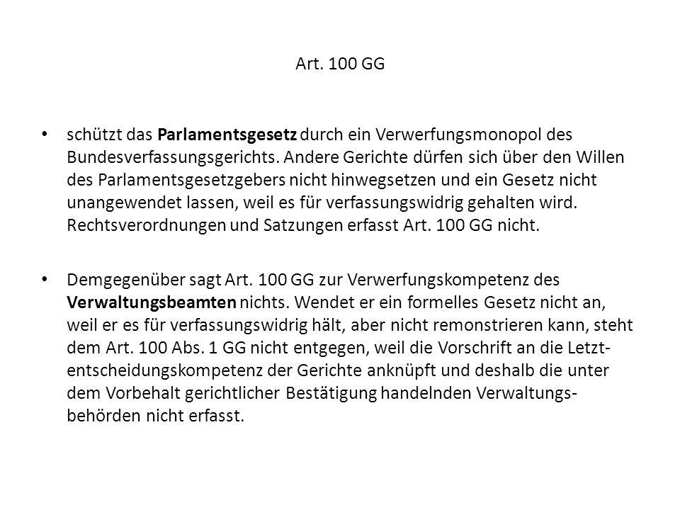 Art. 100 GG schützt das Parlamentsgesetz durch ein Verwerfungsmonopol des Bundesverfassungsgerichts. Andere Gerichte dürfen sich über den Willen des P