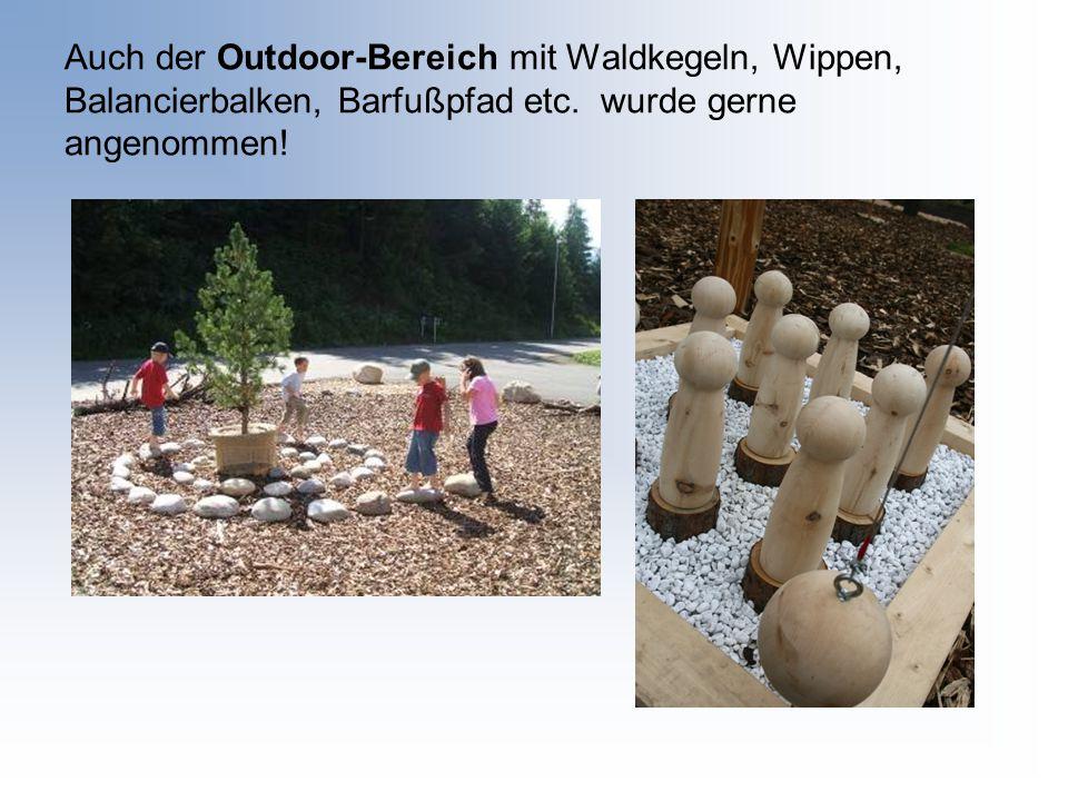 Auch der Outdoor-Bereich mit Waldkegeln, Wippen, Balancierbalken, Barfußpfad etc.