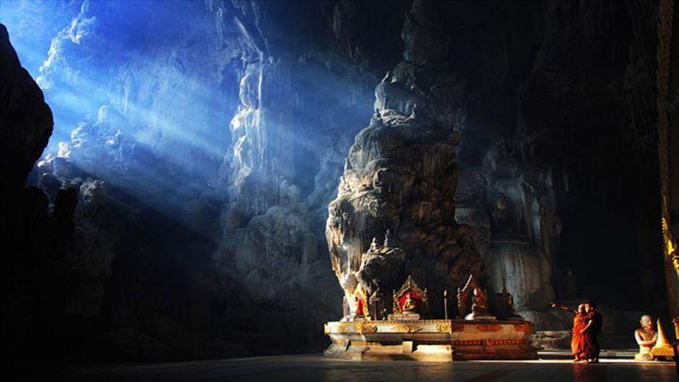 Diese Höhle wurde als ein buddhistischer Tempel nachgerüstet. Die Ursprünge sind unübersichtlich. Warum und wer wählte sie für diesen Zweck. Über dies