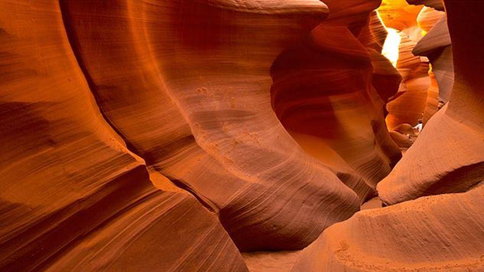 Es dauerte Tausende von Jahren bei den anhaltenden Winden und Regen um die glatt aussehende Wände dieser Schlucht zu bilden.. Während der Monsunzeit k