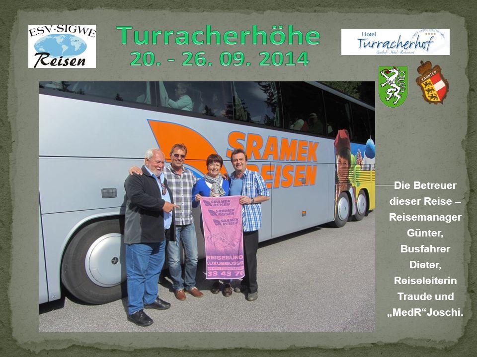 """Die Betreuer dieser Reise – Reisemanager Günter, Busfahrer Dieter, Reiseleiterin Traude und """"MedR Joschi."""