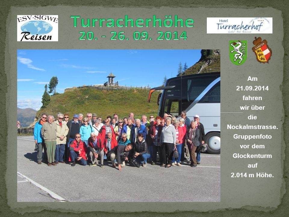 Am 21.09.2014 fahren wir über die Nockalmstrasse. Gruppenfoto vor dem Glockenturm auf 2.014 m Höhe.