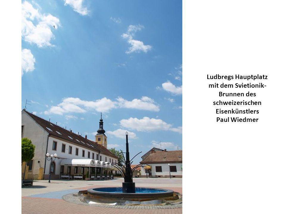 Ludbregs Hauptplatz mit dem Svietionik- Brunnen des schweizerischen Eisenkünstlers Paul Wiedmer