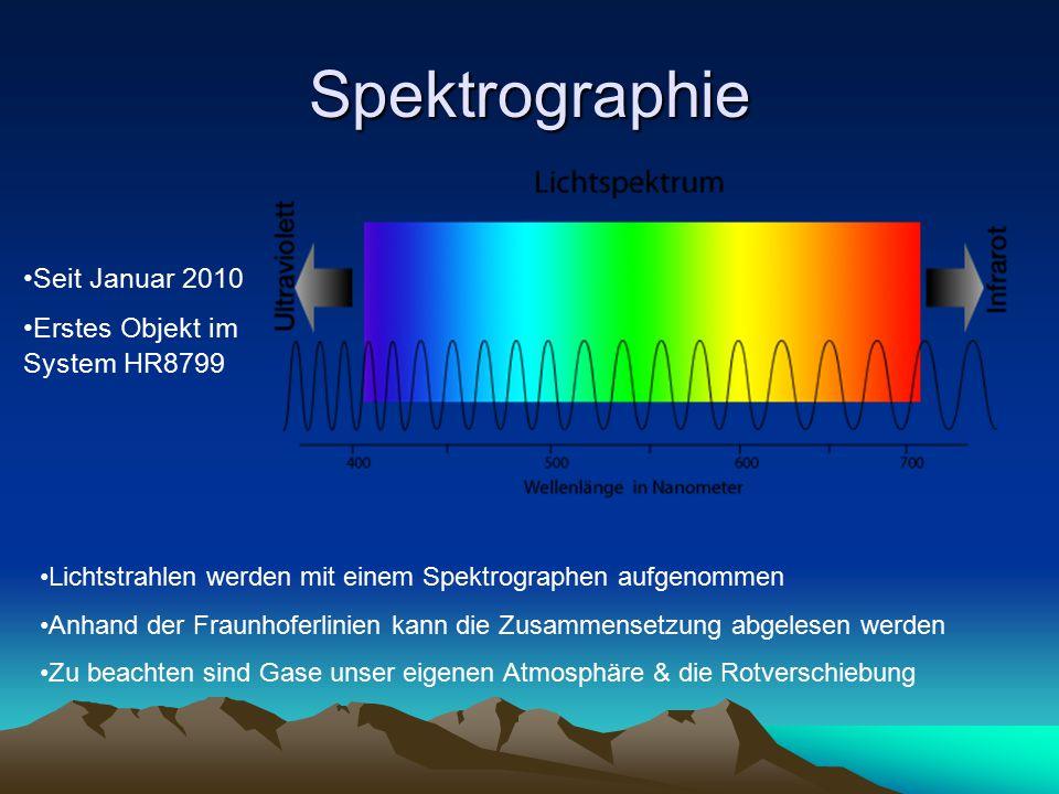 Spektrographie Seit Januar 2010 Erstes Objekt im System HR8799 Lichtstrahlen werden mit einem Spektrographen aufgenommen Anhand der Fraunhoferlinien kann die Zusammensetzung abgelesen werden Zu beachten sind Gase unser eigenen Atmosphäre & die Rotverschiebung