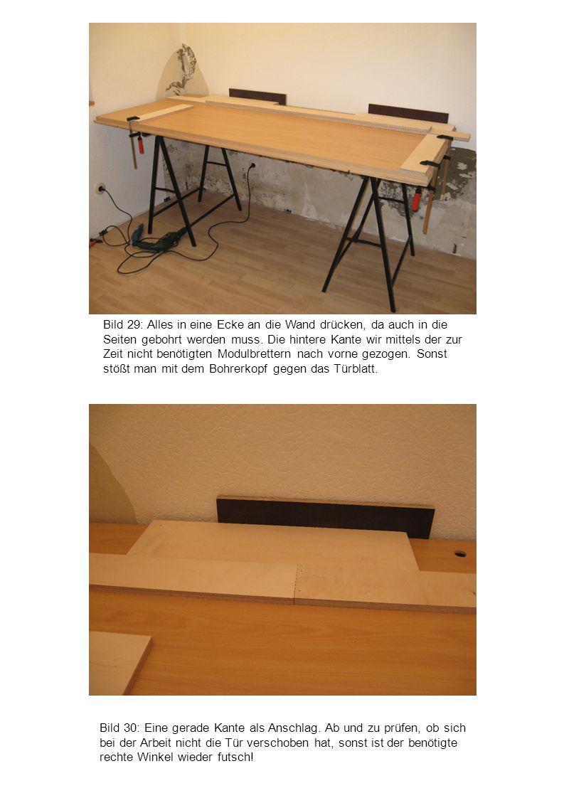 Bild 30: Eine gerade Kante als Anschlag. Ab und zu prüfen, ob sich bei der Arbeit nicht die Tür verschoben hat, sonst ist der benötigte rechte Winkel