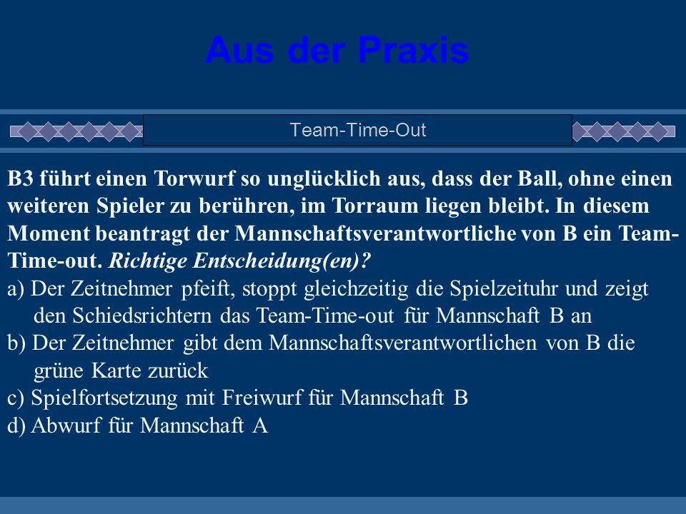 Aus der Praxis Team-Time-Out B3 führt einen Torwurf so unglücklich aus, dass der Ball, ohne einen weiteren Spieler zu berühren, im Torraum liegen blei