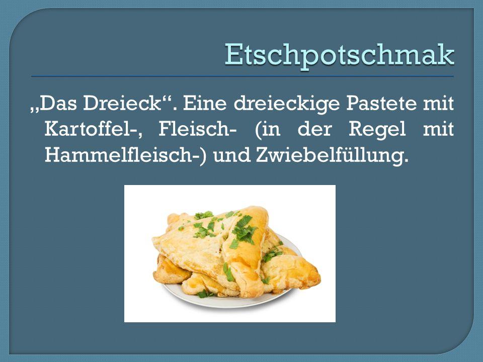 """""""Das Dreieck"""". Eine dreieckige Pastete mit Kartoffel-, Fleisch- (in der Regel mit Hammelfleisch-) und Zwiebelfüllung."""