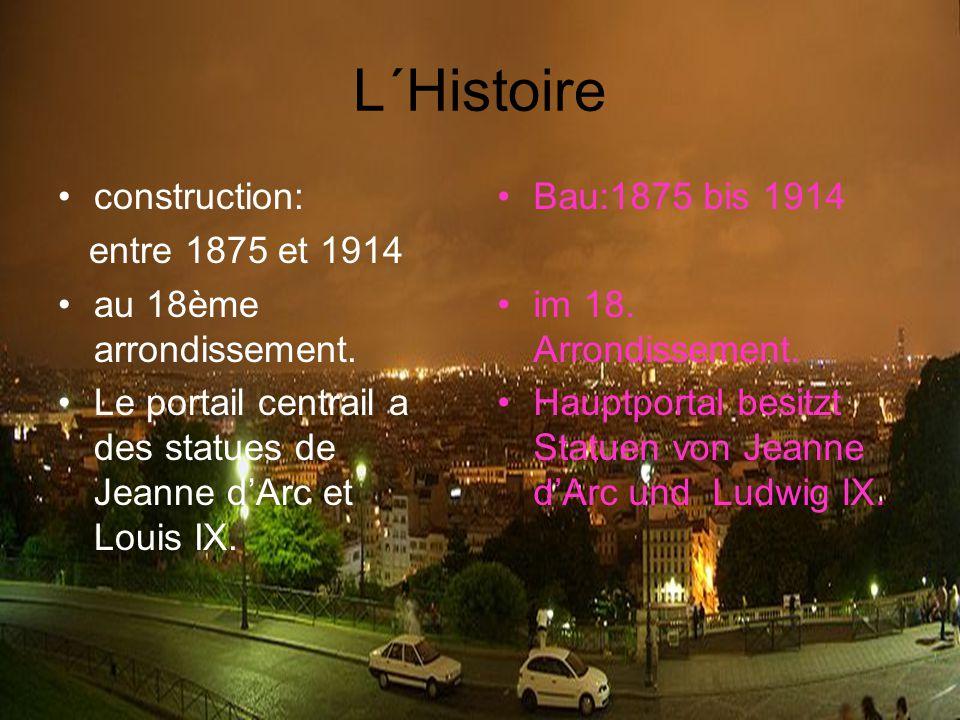 L´Histoire construction: entre 1875 et 1914 au 18ème arrondissement. Le portail centrail a des statues de Jeanne d'Arc et Louis IX. Bau:1875 bis 1914