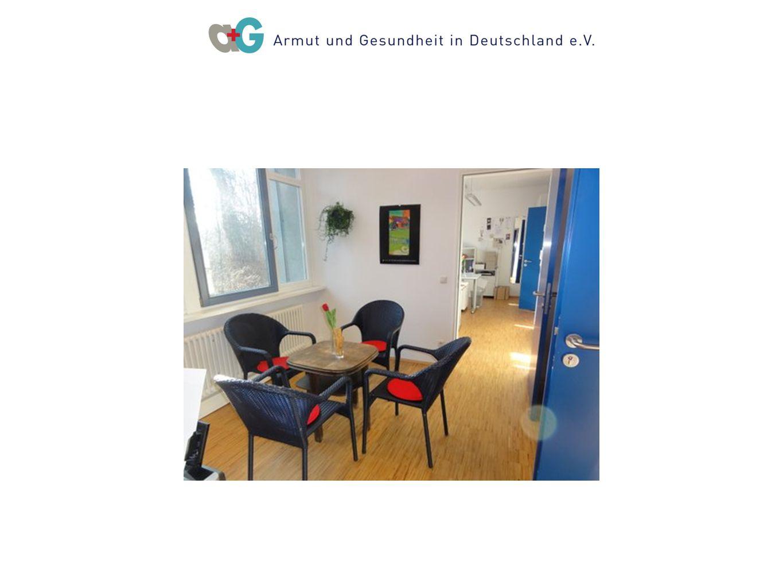 Multi- /interdisziplinäres Team Medizinische Ambulanz 20ÄrztInnen Ver- waltung Kranken-pfleger Geschäfts - führung SozialeBeratung Kranken- schwester Dol- metscher- in