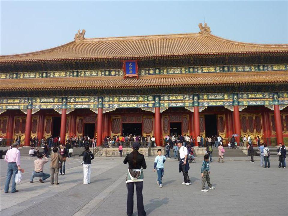 Einer der vielen Paläste in der verbotenen Stadt 24 Kaiser (Ming- und Quing-Dynastie) lebten hier und erledigten Staatsgeschäfte (bis im Jahre 1911)