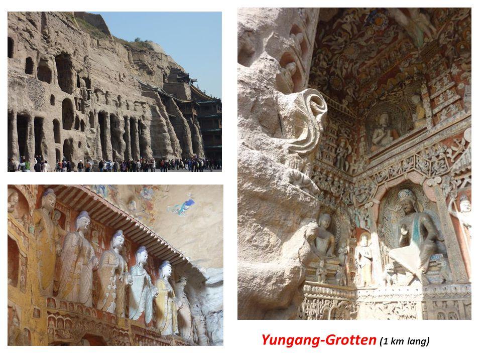 -Yungang Grotten 16 km westlich von Datong mit über 50'000 buddhistischen Stein-Statuen in rund 250 Höhlen und Nischen (aus 5.