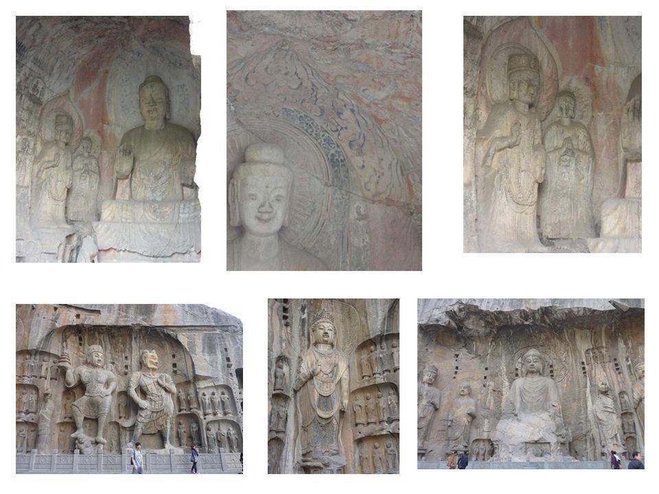 -Rund 2300 Höhlen auf einer rund 1 km langen Fels-Klippe am Wasser -Tausende Buddha-Figuren und Stein-Skulpturen -Bau : 5.