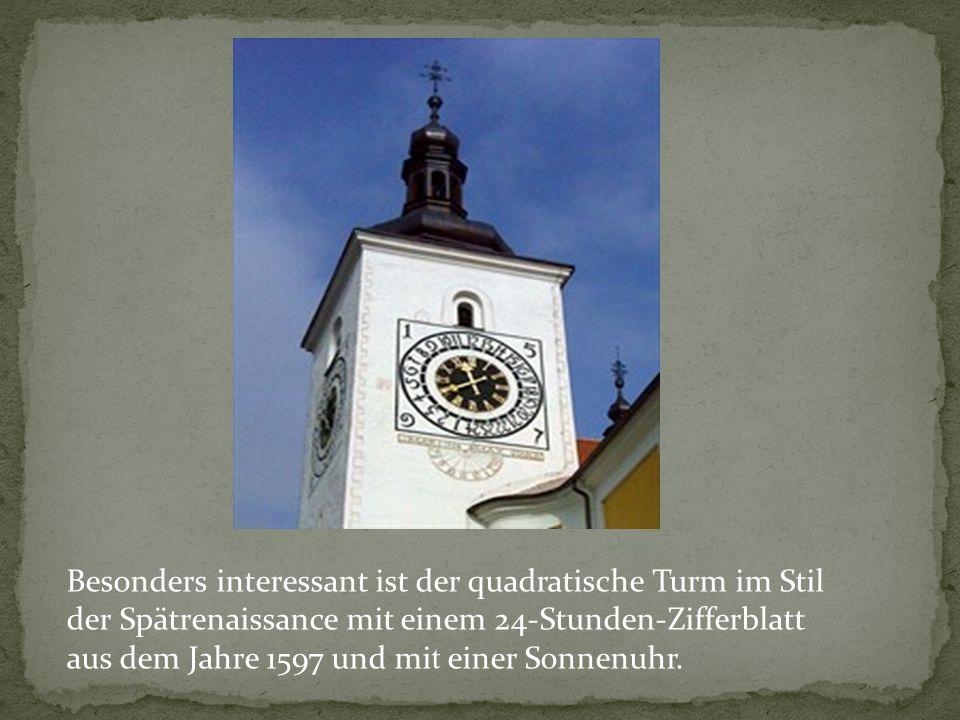 Besonders interessant ist der quadratische Turm im Stil der Spätrenaissance mit einem 24-Stunden-Zifferblatt aus dem Jahre 1597 und mi t einer Sonnenuhr.