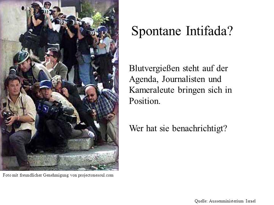 Spontane Intifada? Blutvergießen steht auf der Agenda, Journalisten und Kameraleute bringen sich in Position. Wer hat sie benachrichtigt? Foto mit fre