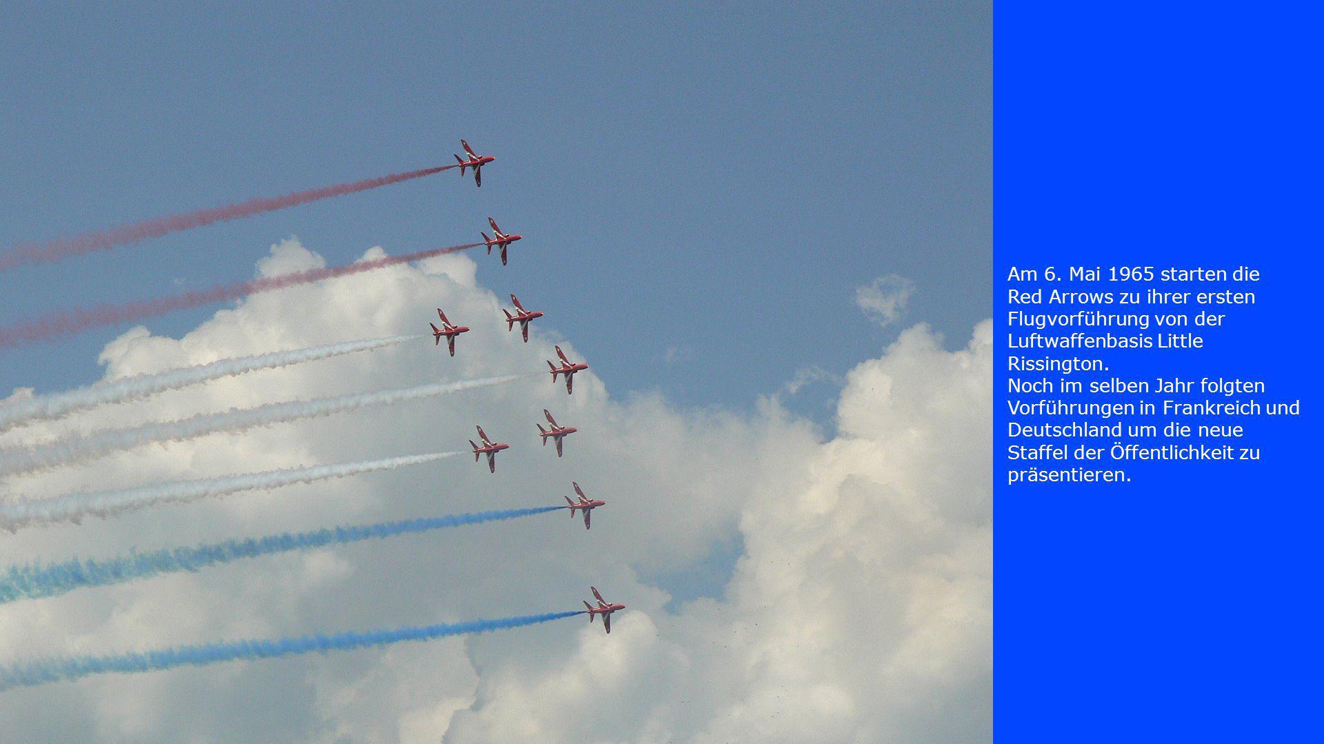 Am 6. Mai 1965 starten die Red Arrows zu ihrer ersten Flugvorführung von der Luftwaffenbasis Little Rissington. Noch im selben Jahr folgten Vorführung