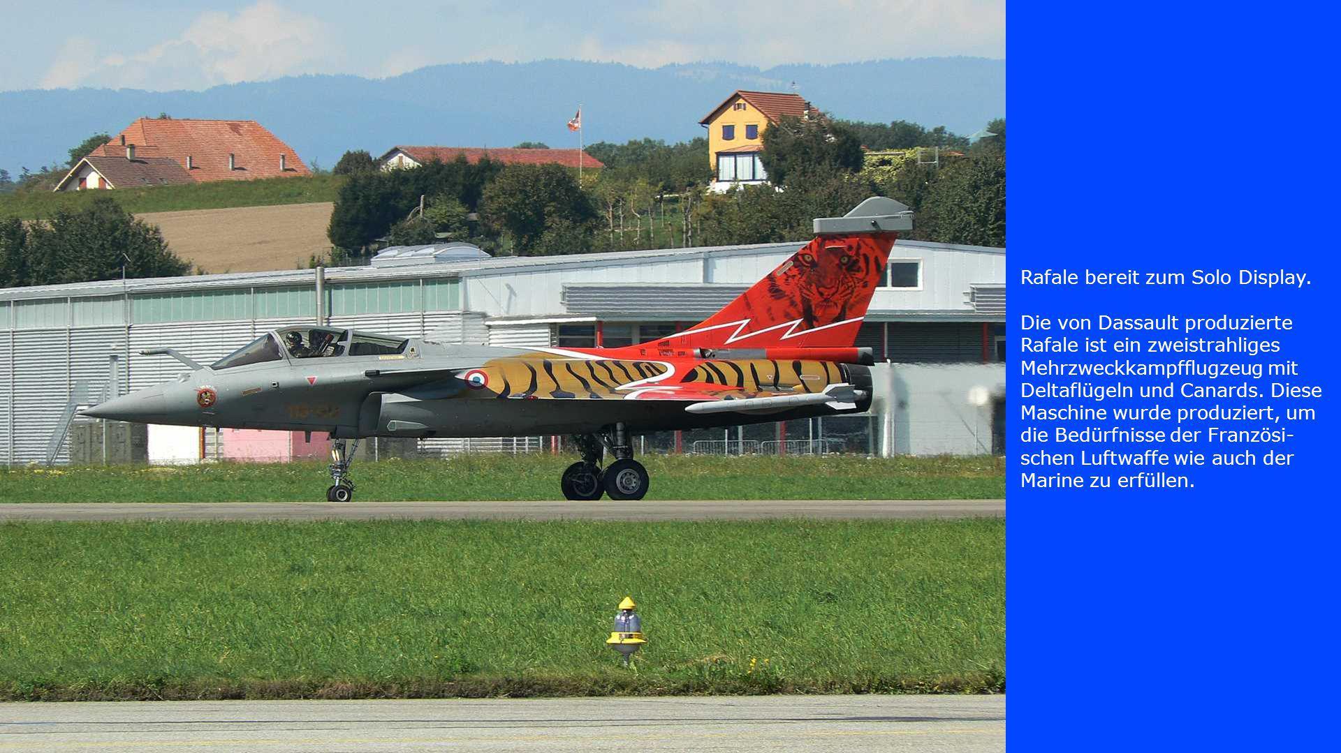 Rafale bereit zum Solo Display. Die von Dassault produzierte Rafale ist ein zweistrahliges Mehrzweckkampfflugzeug mit Deltaflügeln und Canards. Diese