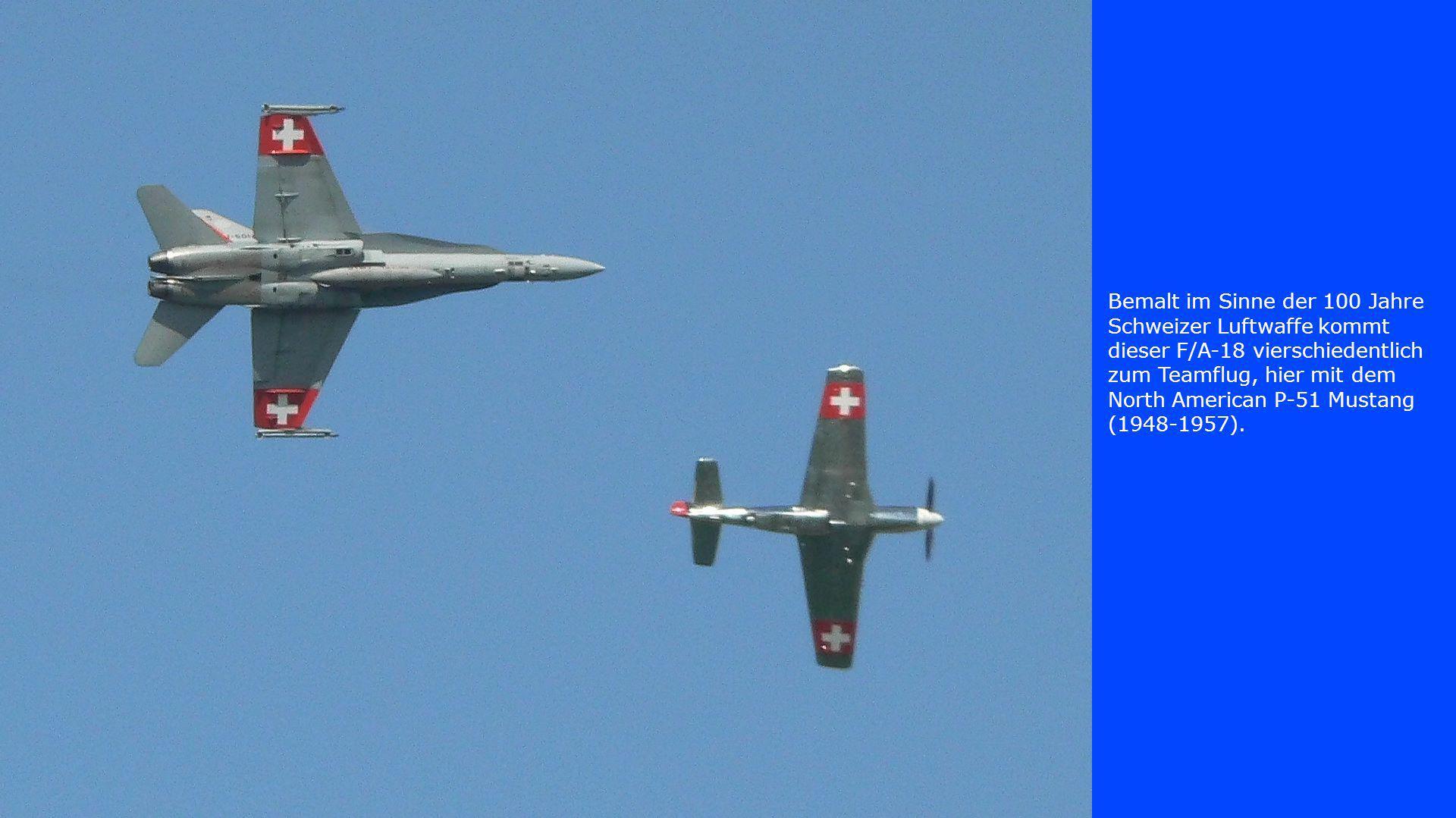 Bemalt im Sinne der 100 Jahre Schweizer Luftwaffe kommt dieser F/A-18 vierschiedentlich zum Teamflug, hier mit dem North American P-51 Mustang (1948-1