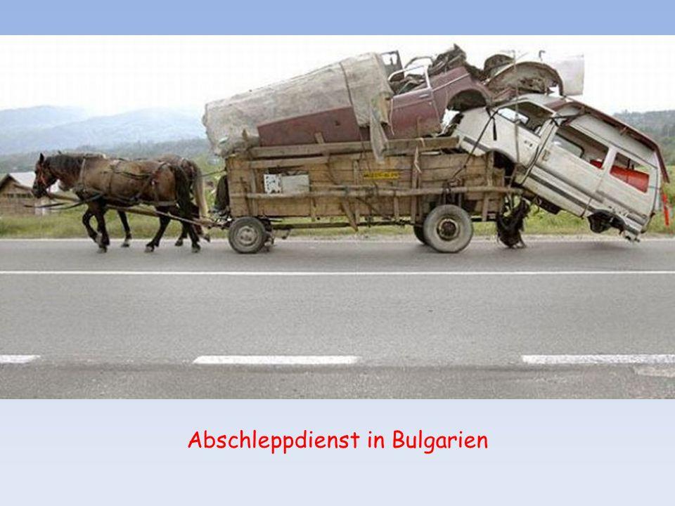 So fing die große Arbeitslosigkeit an - Straßenkehrmaschine in Rumänien