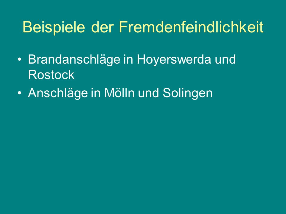 Beispiele der Fremdenfeindlichkeit Brandanschläge in Hoyerswerda und Rostock Anschläge in Mölln und Solingen