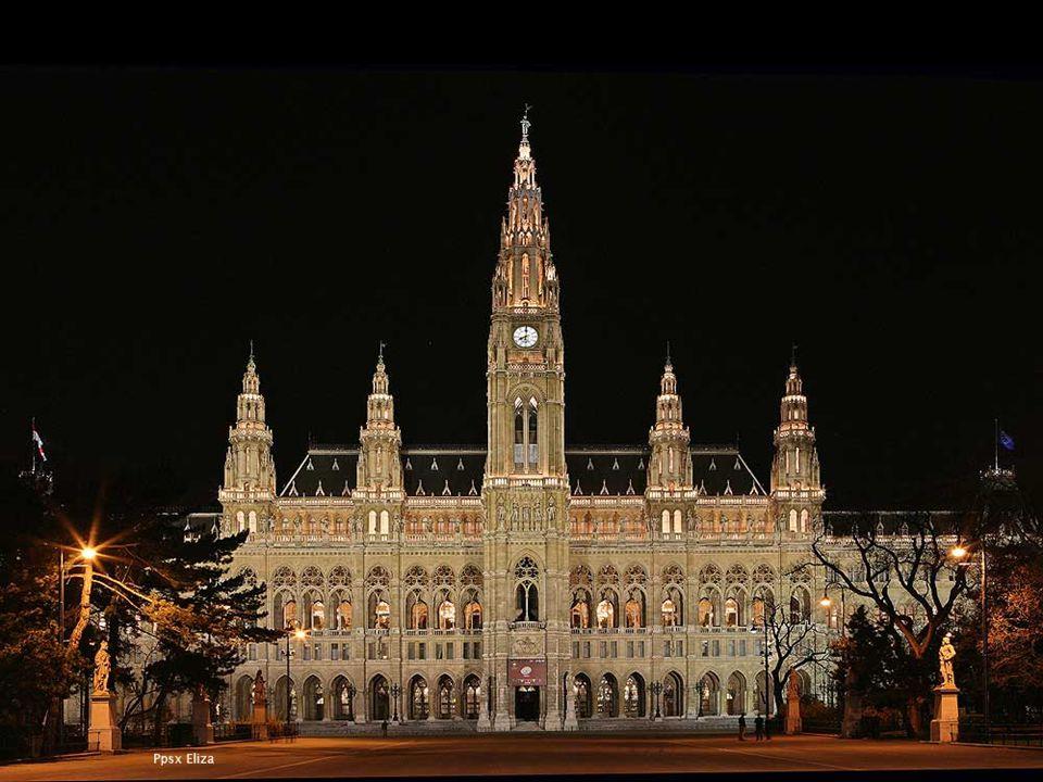 Das Wiener Rathaus - im Stil der neogotik- wurde zwischen 1872 und 1883 unter dem Entwürfen des Architekten Friedrich von Schmidt errichtet.