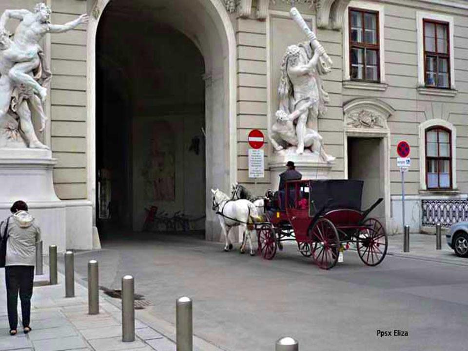 Die Hofburg besteht aus insgesammt 12 Gebäudeteilen.