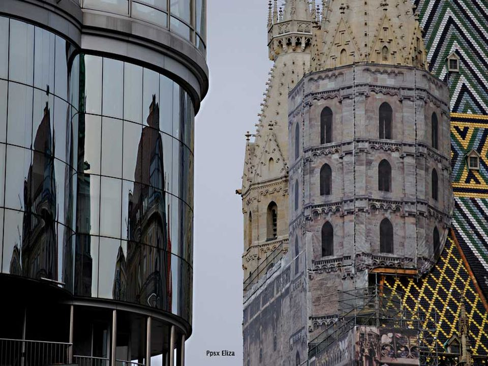 Konfrontiert mit dem Haas-Haus, und die Schaffung eines starken Kontrastes, ist die Domkirche von St.