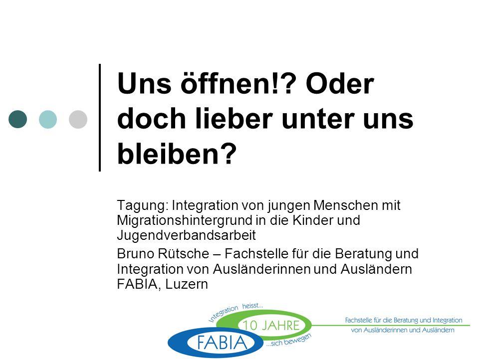 Und SIE.Sind SIE integriert. Wer von Ihnen hat einen Migrationshintergrund.