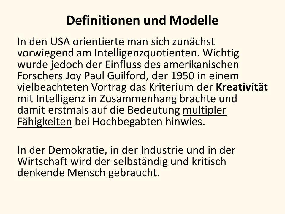 Definitionen und Modelle Multiple Intelligenz (Howard Gardner 1983): linguistische Intelligenz, musikalische Intelligenz, logisch-mathematische Intelligenz, räumliche Intelligenz, körperlich-kinästhetische Intelligenz, intrapersonale Intelligenz (Empfänglichkeit und Verständnis der eigenen Empfindungswelt), interpersonale Intelligenz (soziale Intelligenz) Emotionale Intelligenz (EQ) (Daniel Goleman 1995)
