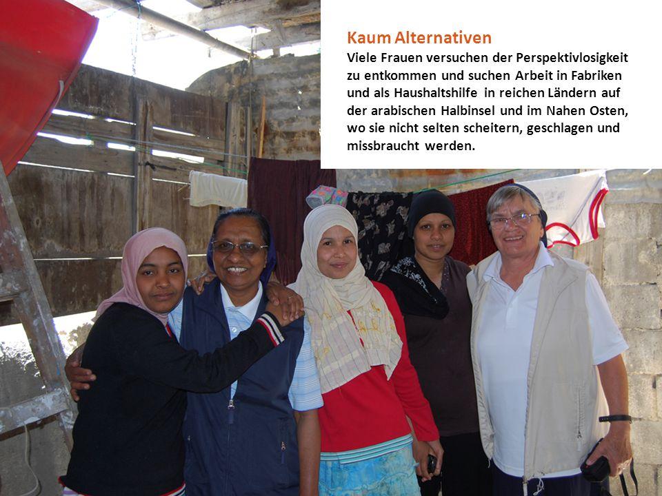 Familien werden wirtschaftlich überlebensfähig Um die Ernährungslage der Familien zu verbessern, erhalten die Frauen Anleitung darin, Küchengärten am Haus anzulegen.